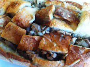 pane ripirno con funghi e formaggio