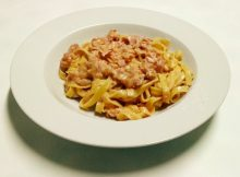 Fettuccine con pancetta affumicata