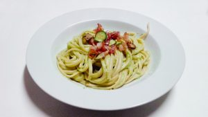 Linguine con crema di zucchine e pancetta