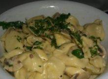 tortellini con gorgonzola rucola e funghi